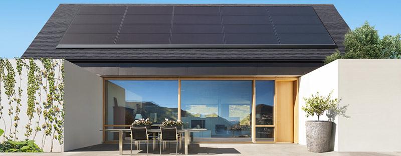 Esthetische zonnepanelen van Tesla en Panasonic